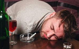приехал алкозависимый брат - как помочь ему избавиться от привычки